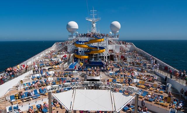Entspannung auf einem Kreuzfahrtschiff ist meist schwierig, daher empfiehlt es sich eine Yacht zu mieten