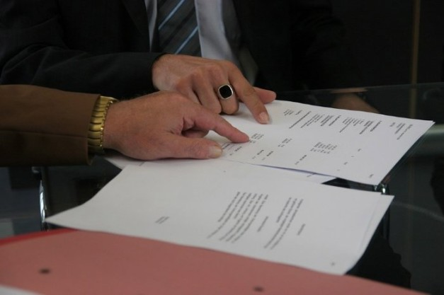 publity AG – Thomas Olek: Fragwürdige Klauseln bei Maklerverträgen